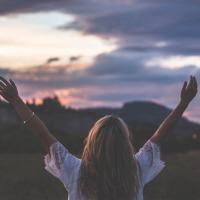 Τα πιο μεγάλα όνειρα τα κάνεις , όταν όλοι σε ξεχνούν.
